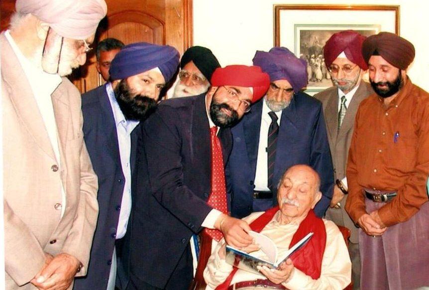Khajinder Singh presenting History of Afghan Sikhs book to Afghan King Zakir Shah